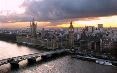 Students Studying In London Have Quite the Experience Waiting for Them
